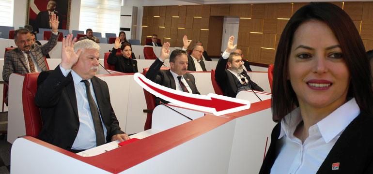 CHP'de bomba istifa! İl Genel Meclisi üyesi partisini değiştirdi