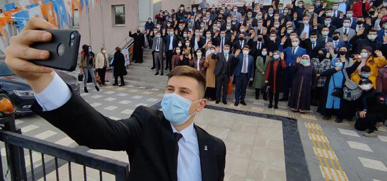 AK Parti'nin Türkiye'deki en genç başkanı Mücahit Demir