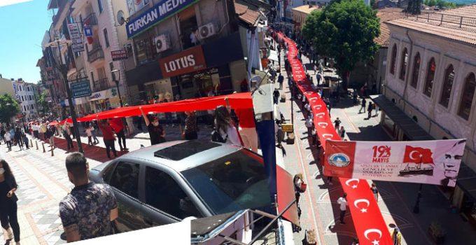 Bartın'da 19 Mayıs coşkusu! 140 metrelik bayrakla yürüdüler