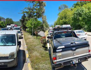 Sanayi kavşağında trafik uygulaması yoğunluğu